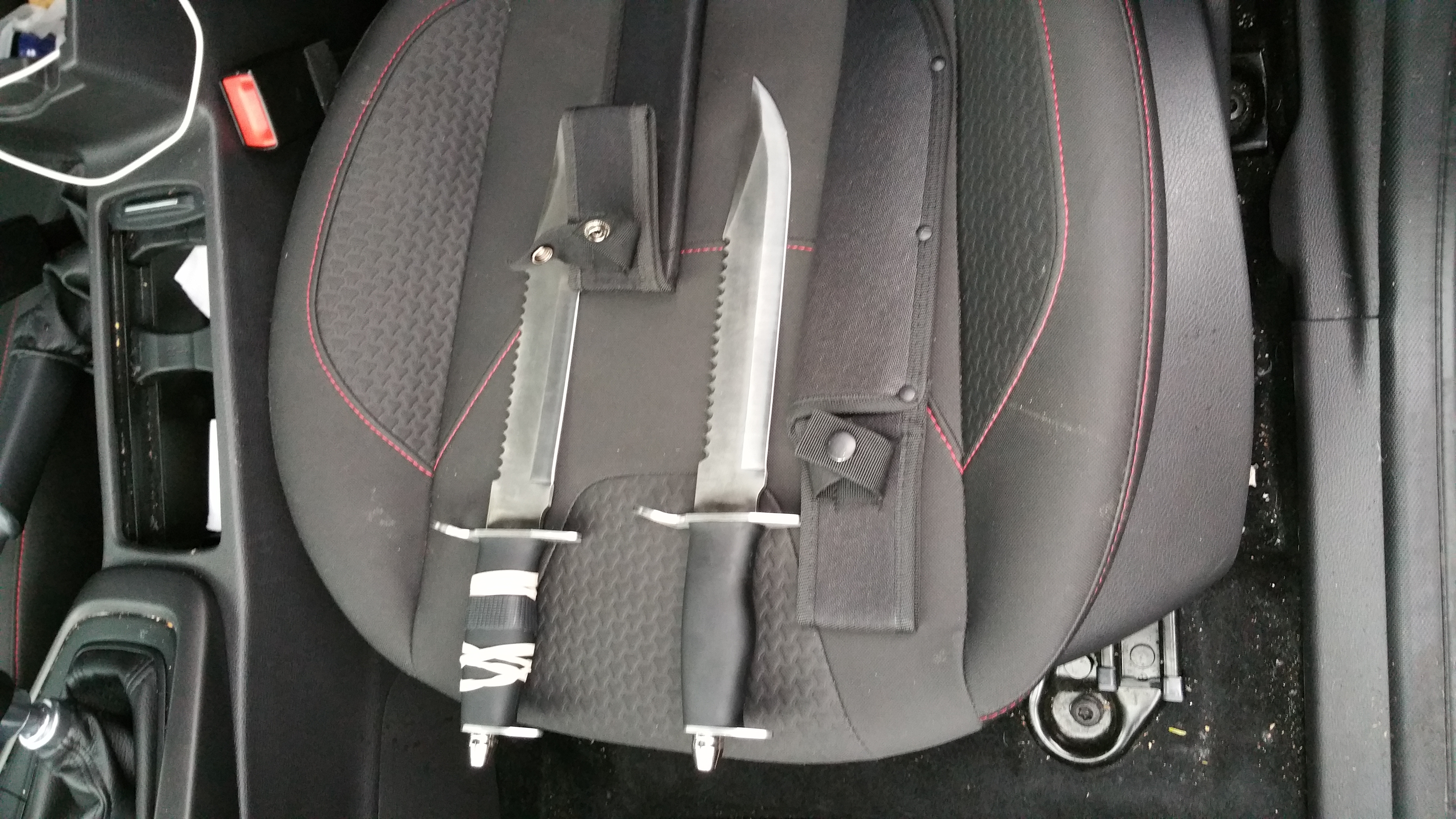 Knives recovered from stolen vehicle.jpg